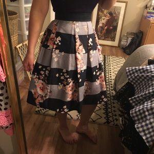 Dresses & Skirts - Floral striped high waisted skirt